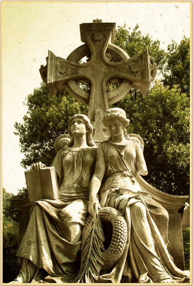 twin_angels__oakland_cemetery__atlanta_georgia_by_davidmcb-d5cw0x8