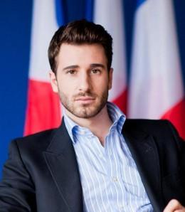 julien-rochedy-le-directeur-national-du-front-260x298